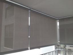 Thumb outdoor roller blinds
